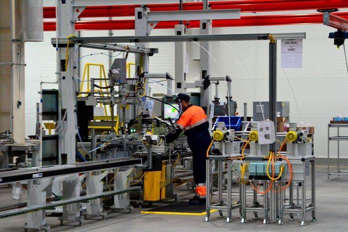 Какие новые заводы, предприятия и производства открыты в России за 2015 год?
