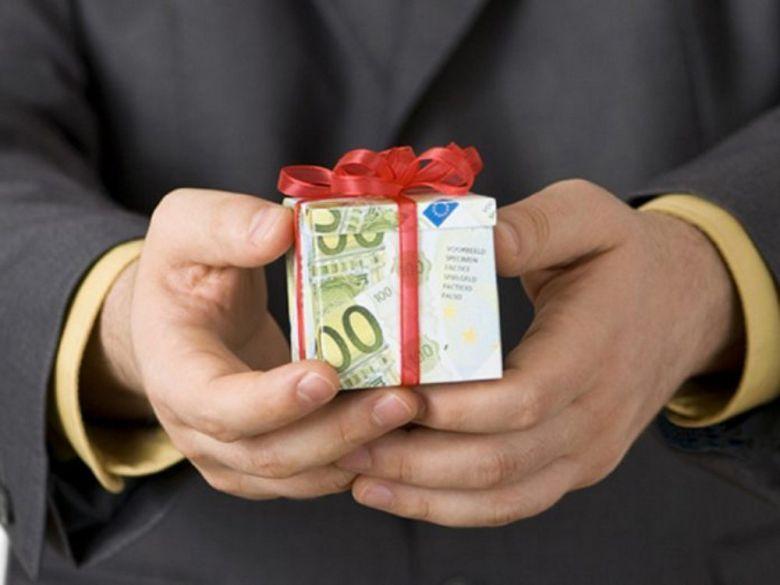 Инструкция для госслужащего: как отличить подарок от взятки
