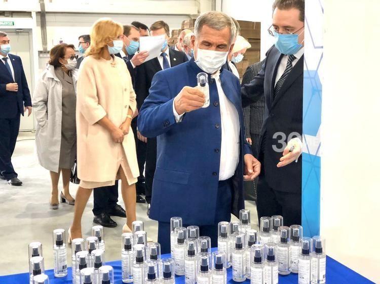 Минниханову в Химграде показали новые производства и продукцию против Covid-19